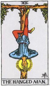 משמעות קלף האיש התלוי בקריאה בקלפים